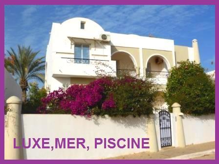 villa de haut standing avec piscine privée a la Zone Touristique Djerba