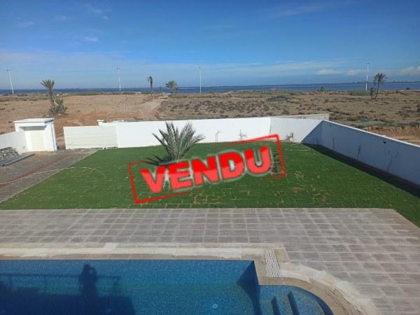 Belle villa disposant d'une vue mer sur un grand terrain